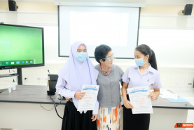 PIWC and PKRU gives scholarships to students in 2020